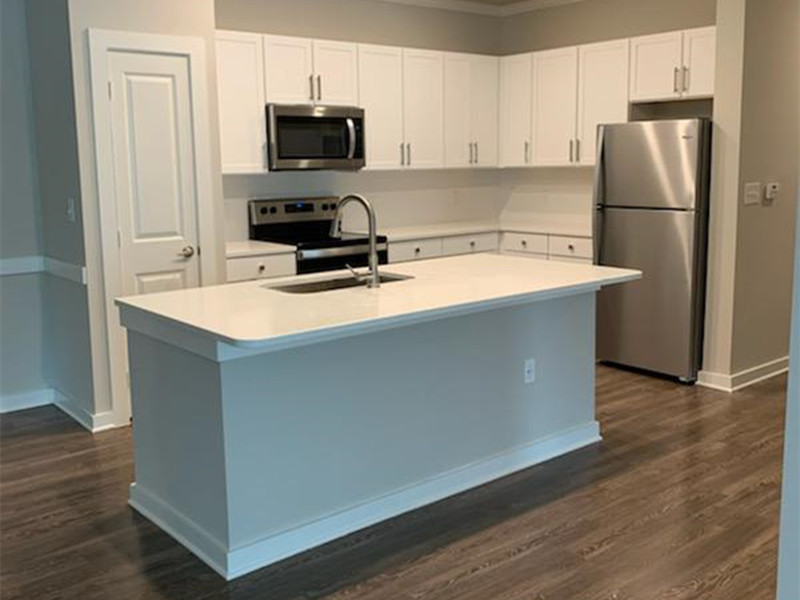 Middle White Quartz Kitchen Cou​